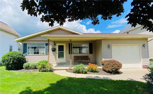 227 South Avenue, Dover, OH 44622 (MLS #4289321) :: The Jess Nader Team | RE/MAX Pathway