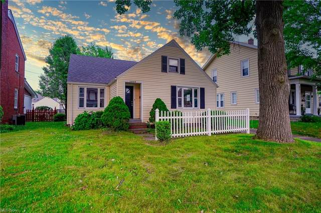 1028 Roosevelt Street NE, Massillon, OH 44646 (MLS #4304916) :: Keller Williams Legacy Group Realty