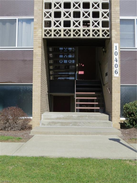 10406 N Church Dr #414, Parma Heights, OH 44130 (MLS #3976295) :: RE/MAX Trends Realty