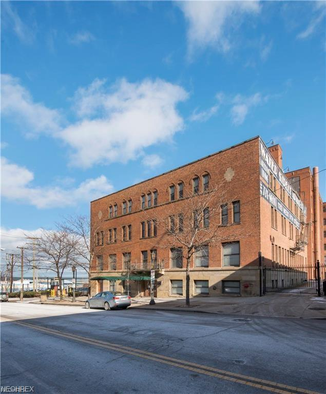 1133 W 9th St #306, Cleveland, OH 44113 (MLS #3982014) :: RE/MAX Trends Realty