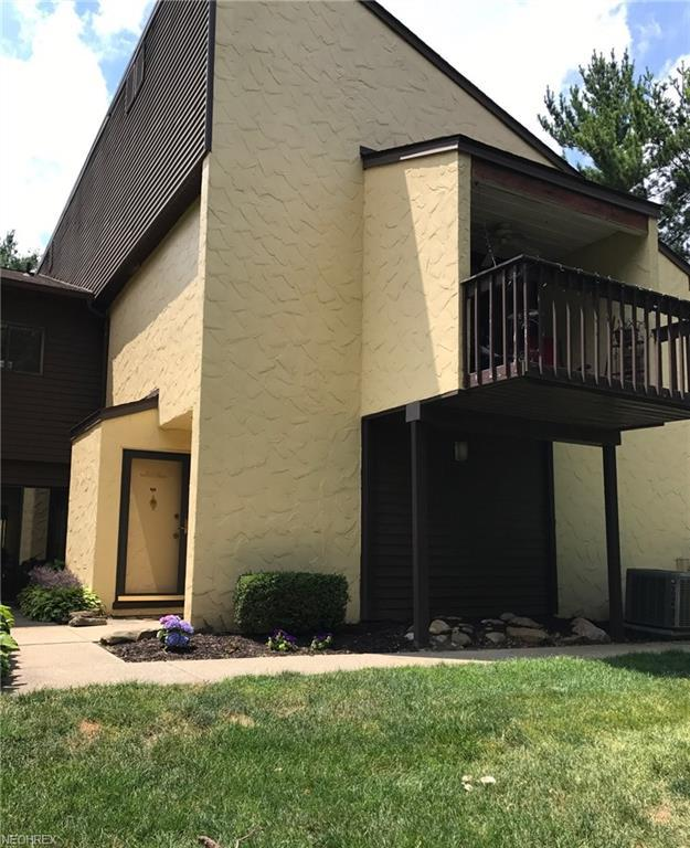 452 Hampton Ridge Dr, Akron, OH 44313 (MLS #3984478) :: Keller Williams Chervenic Realty