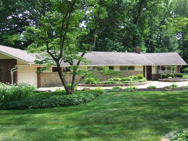 900 Magnolia Ave, Cuyahoga Falls, OH 44221 (MLS #3985822) :: The Crockett Team, Howard Hanna