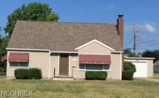 145 Valleyview Ave NW, Canton, OH 44708 (MLS #3987587) :: Keller Williams Chervenic Realty