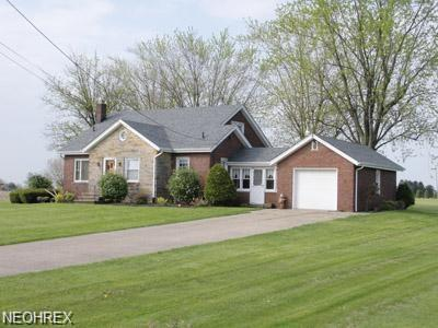 8257 Paris Ave NE, Louisville, OH 44641 (MLS #3987877) :: Tammy Grogan and Associates at Cutler Real Estate