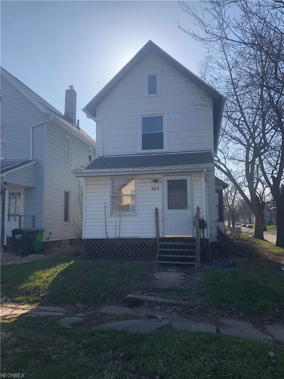 905 6th St SW, Massillon, OH 44647 (MLS #3989684) :: Keller Williams Chervenic Realty