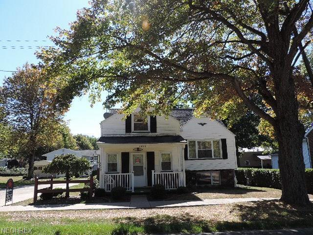 1453 Maple St, Salem, OH 44460 (MLS #3990093) :: Keller Williams Chervenic Realty