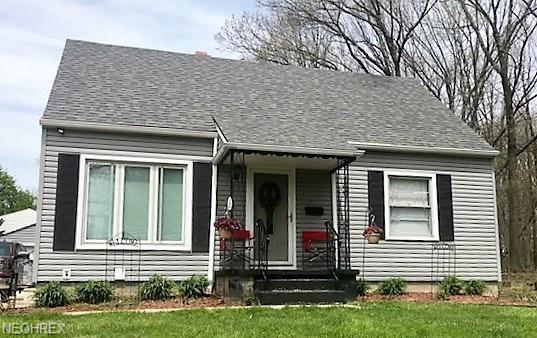 725 E Catawba Ave, Akron, OH 44306 (MLS #3996629) :: The Crockett Team, Howard Hanna