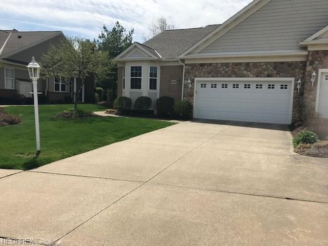 9850 Country Club Cir, Twinsburg, OH 44087 (MLS #3998725) :: PERNUS & DRENIK Team