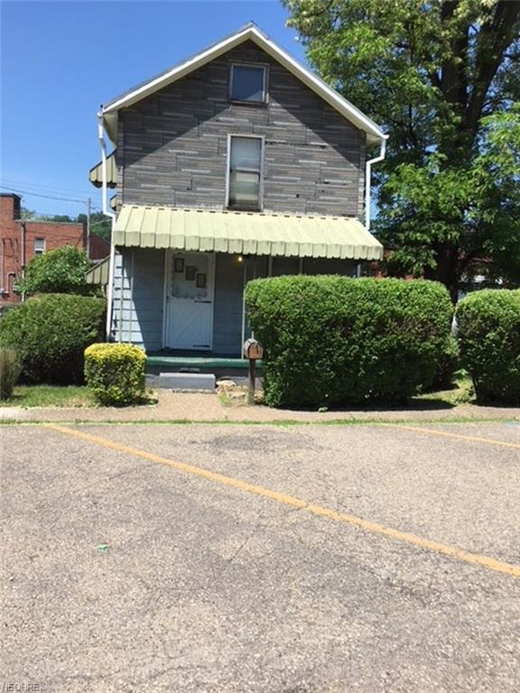 425 Yankee Street, Wellsburg, WV 26070 (MLS #4000788) :: The Crockett Team, Howard Hanna