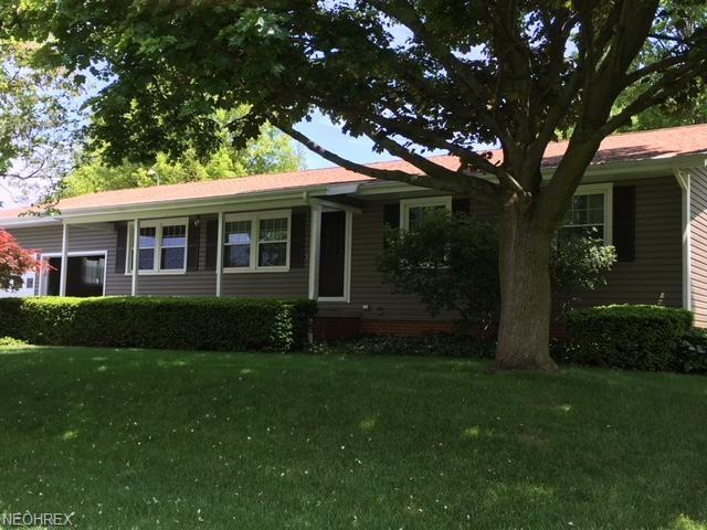 1066 Bon Dr, Alliance, OH 44601 (MLS #4000908) :: RE/MAX Trends Realty