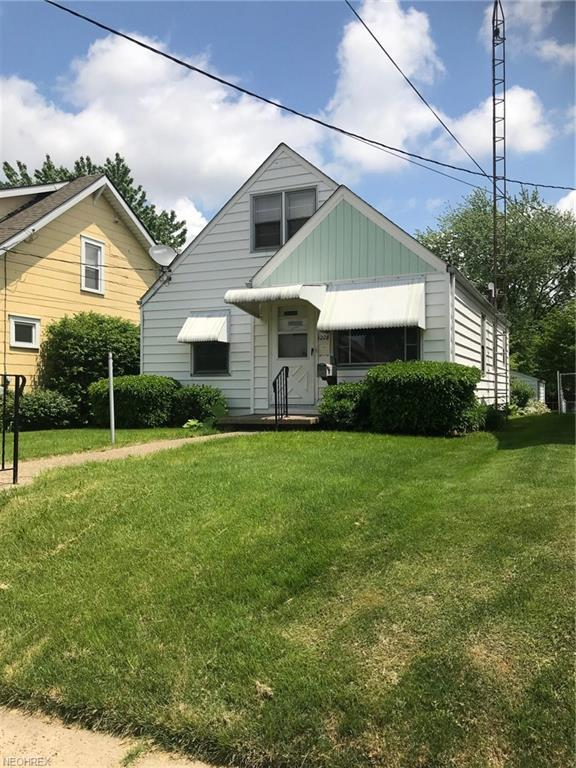 1208 Concord Ave SW, Canton, OH 44710 (MLS #4001169) :: RE/MAX Trends Realty