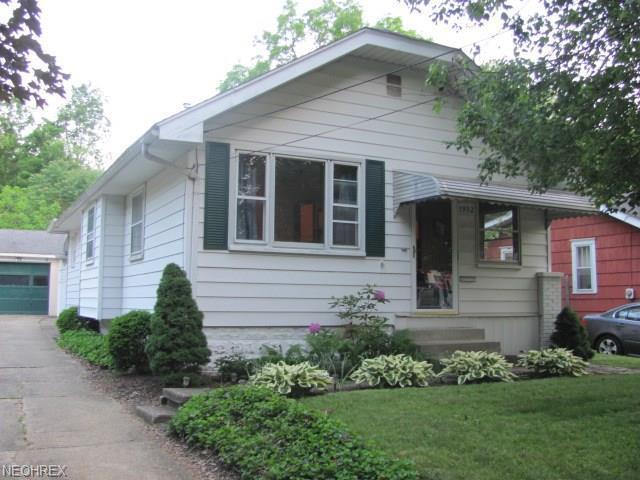1932 Honodle Ave, Akron, OH 44305 (MLS #4004488) :: The Crockett Team, Howard Hanna
