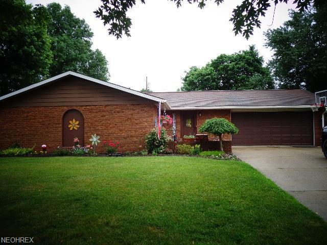 132 24th St SE, New Philadelphia, OH 44663 (MLS #4009193) :: Tammy Grogan and Associates at Cutler Real Estate