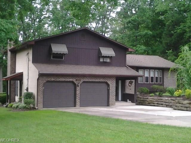 3008 Whispering Pines Dr, Canfield, OH 44406 (MLS #4009931) :: The Crockett Team, Howard Hanna