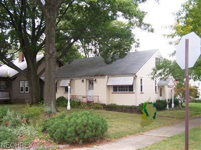 9604 Eureka Pkwy., Parma Heights, OH 44130 (MLS #4012701) :: The Crockett Team, Howard Hanna