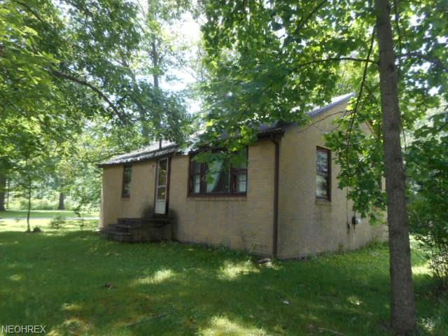 1627 Deerford Ave SW, Massillon, OH 44647 (MLS #4017177) :: Tammy Grogan and Associates at Cutler Real Estate