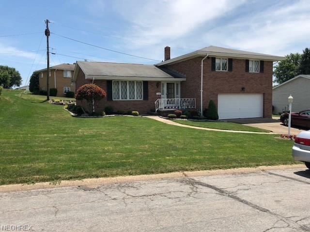 2041 Eve Dr, Steubenville, OH 43952 (MLS #4017386) :: The Crockett Team, Howard Hanna