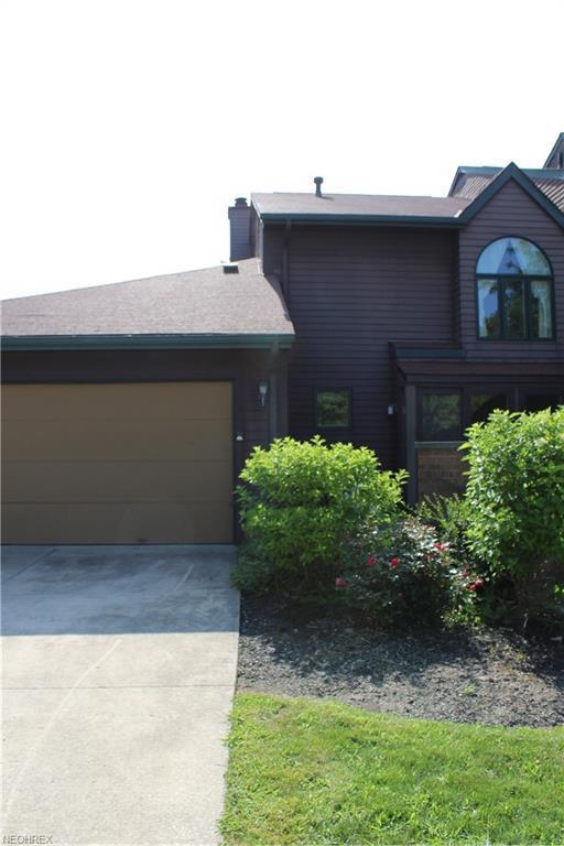 117 Fox Hollow Ct #117, Mayfield Heights, OH 44124 (MLS #4017508) :: The Crockett Team, Howard Hanna