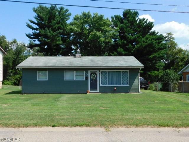 226 Petrick Ave, Mingo Junction, OH 43938 (MLS #4022828) :: The Crockett Team, Howard Hanna