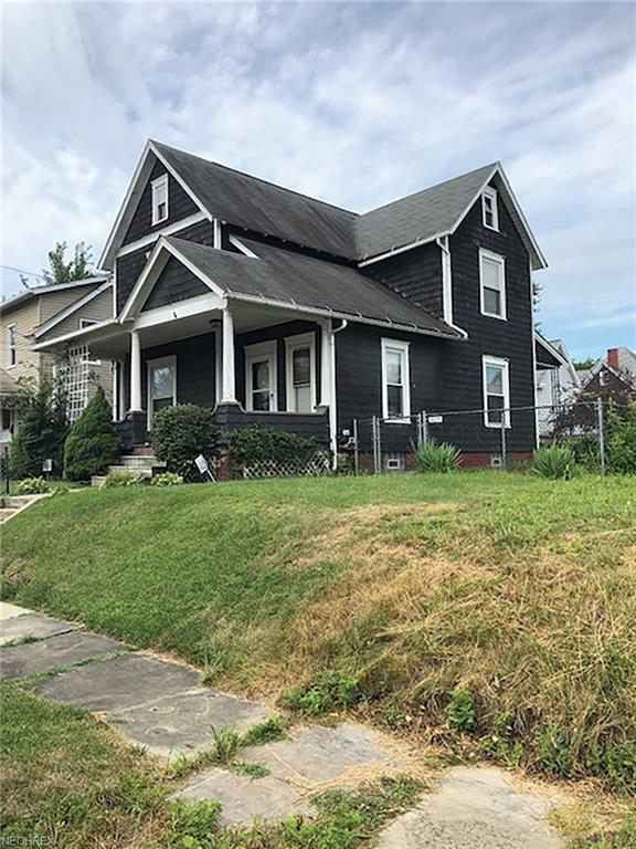 1017 Garfield Ave SW, Canton, OH 44706 (MLS #4024174) :: The Crockett Team, Howard Hanna