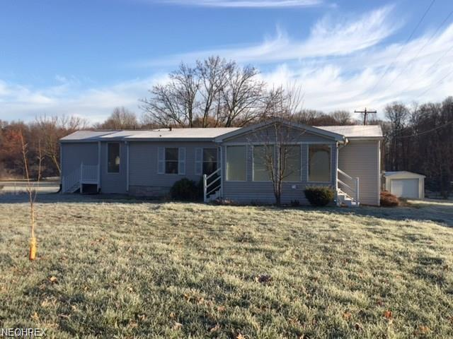 581 E State St, Barberton, OH 44203 (MLS #4024638) :: The Crockett Team, Howard Hanna