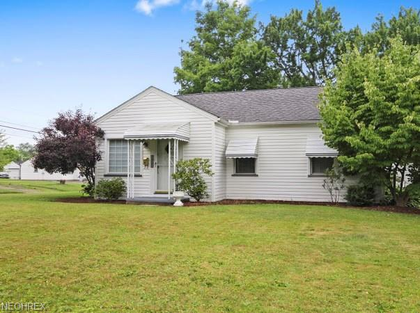 7422 Westview Dr, Youngstown, OH 44512 (MLS #4025488) :: The Crockett Team, Howard Hanna