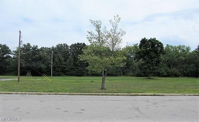 4490 Granada Blvd #1, Warrensville Heights, OH 44128 (MLS #4026478) :: The Crockett Team, Howard Hanna