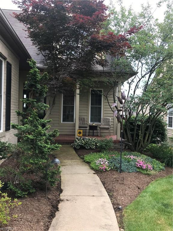 6386 Doral Dr NW, Canton, OH 44718 (MLS #4028980) :: The Kaszyca Team