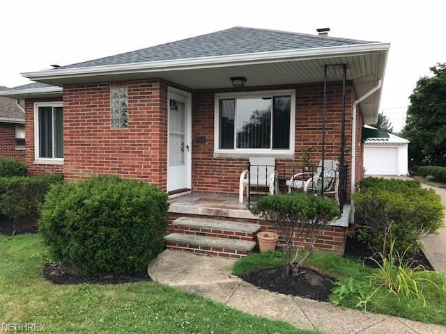 12316 Oakview Blvd, Garfield Heights, OH 44125 (MLS #4028996) :: The Kaszyca Team