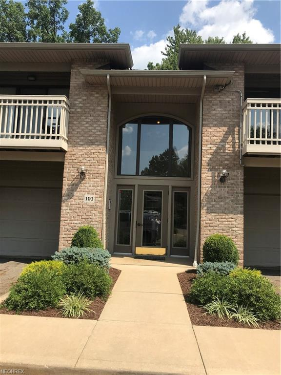 3800 Rosemont Blvd 101B, Fairlawn, OH 44333 (MLS #4031288) :: Keller Williams Chervenic Realty