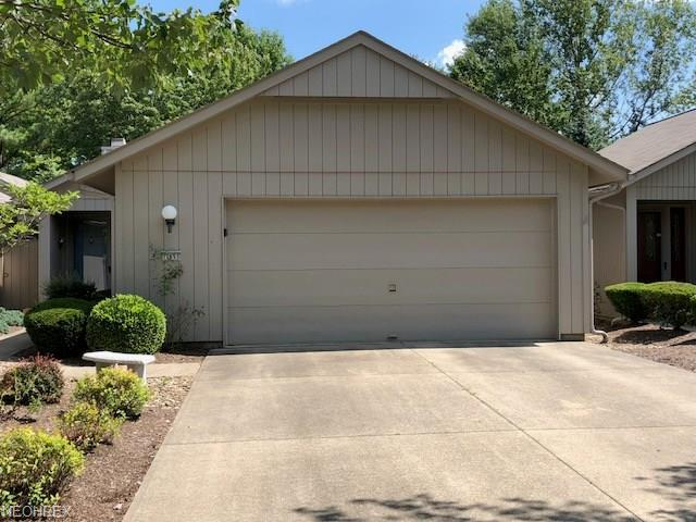 12653 Doria Ct, Strongsville, OH 44149 (MLS #4034406) :: Keller Williams Chervenic Realty