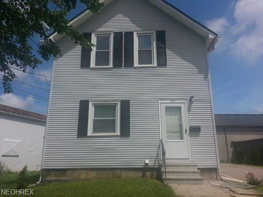 22 Chestnut St, Elyria, OH 44035 (MLS #4035430) :: The Crockett Team, Howard Hanna