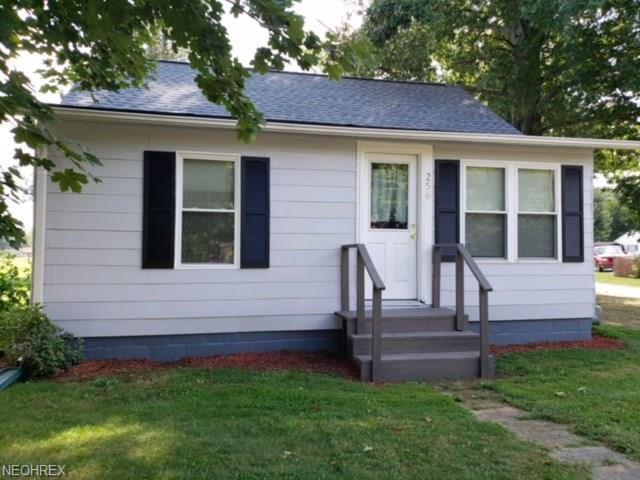 256 7th St SW, Strasburg, OH 44680 (MLS #4035909) :: RE/MAX Edge Realty