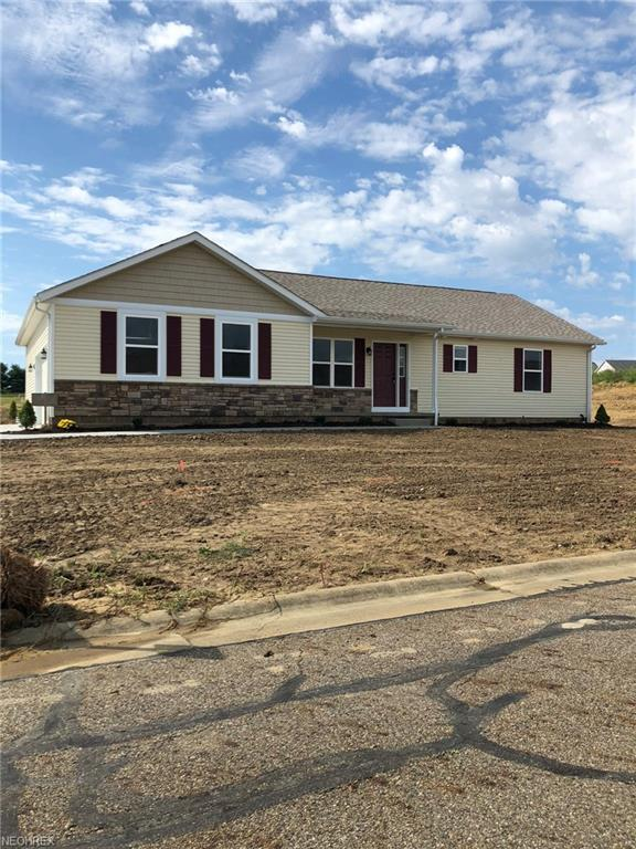 919 Cabot Dr, Canal Fulton, OH 44614 (MLS #4037728) :: Keller Williams Chervenic Realty