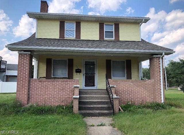 302 Beaver Ave NE, New Philadelphia, OH 44663 (MLS #4039482) :: The Crockett Team, Howard Hanna