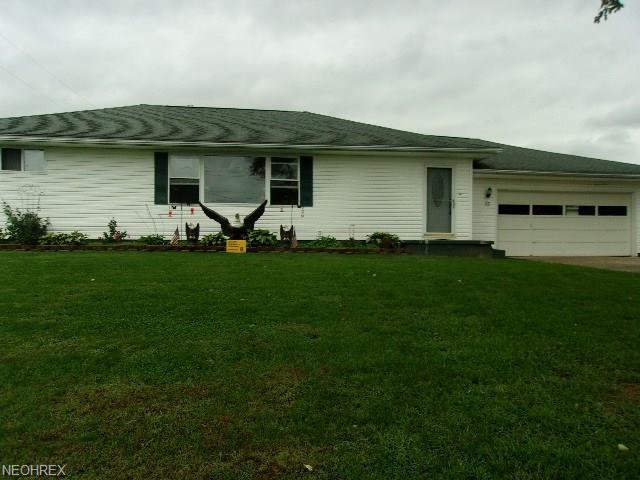 75 Beard St, Frazeysburg, OH 43822 (MLS #4040006) :: Keller Williams Chervenic Realty