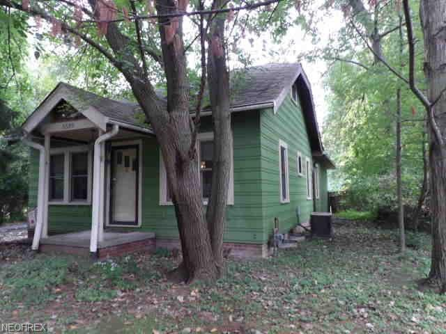 5589 Wellesley Ave, North Olmsted, OH 44070 (MLS #4043289) :: RE/MAX Edge Realty