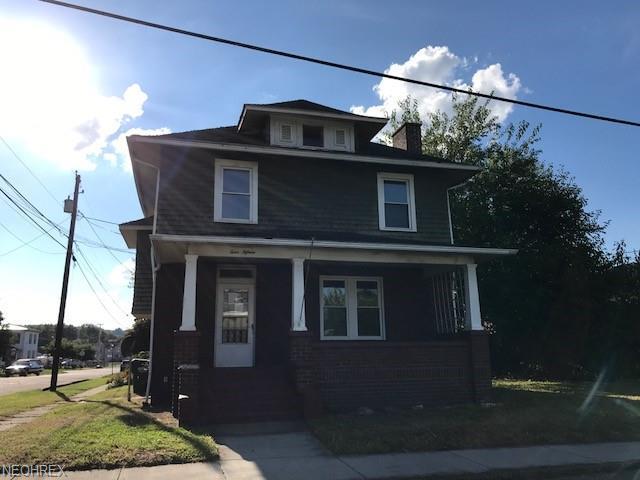 415 S Lawn Ave, Coshocton, OH 43812 (MLS #4045567) :: The Crockett Team, Howard Hanna