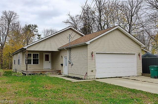 299 Beach St, Geneva, OH 44041 (MLS #4049305) :: RE/MAX Edge Realty