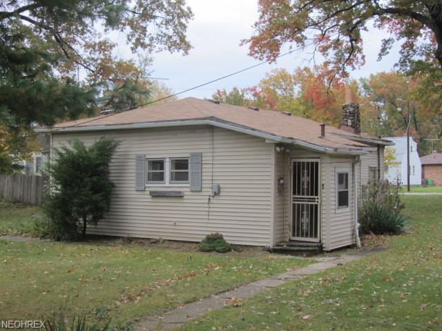 23941 Hartland Dr, Euclid, OH 44123 (MLS #4050503) :: RE/MAX Trends Realty