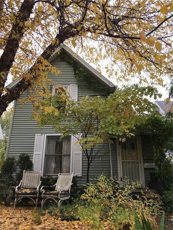 391 4th St NW, Barberton, OH 44203 (MLS #4052407) :: RE/MAX Edge Realty