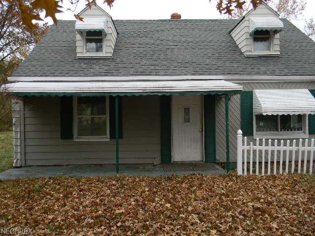 23301 Williams Ave, Euclid, OH 44123 (MLS #4053019) :: The Crockett Team, Howard Hanna