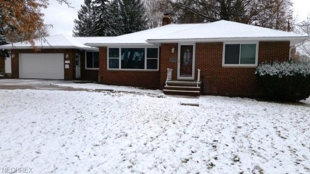 4111 W Pleasant Valley Rd, Parma, OH 44134 (MLS #4054994) :: The Crockett Team, Howard Hanna