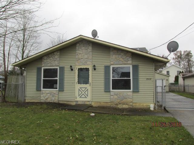 35137 Oak St, North Ridgeville, OH 44039 (MLS #4055180) :: RE/MAX Valley Real Estate