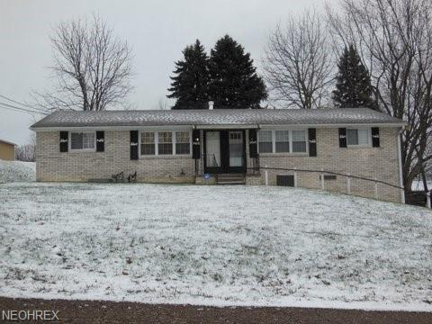 2590 Saratoga Ave SW, Canton, OH 44706 (MLS #4056281) :: The Crockett Team, Howard Hanna