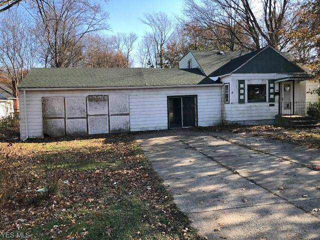 1689 E 332nd St, Eastlake, OH 44095 (MLS #4062296) :: RE/MAX Edge Realty