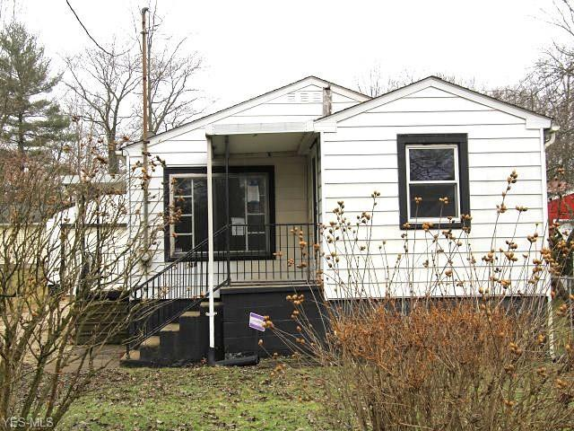 1740 Valley Ave SW, Warren, OH 44485 (MLS #4075251) :: RE/MAX Valley Real Estate