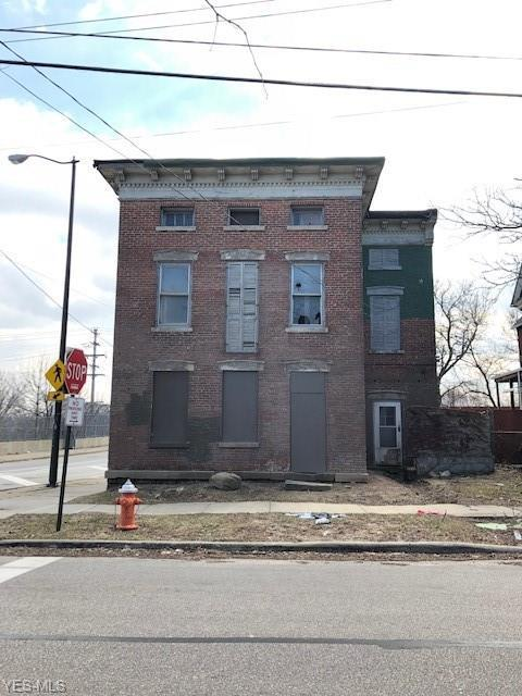 4403 Fenwick Ave, Cleveland, OH 44113 (MLS #4079462) :: Ciano-Hendricks Realty Group