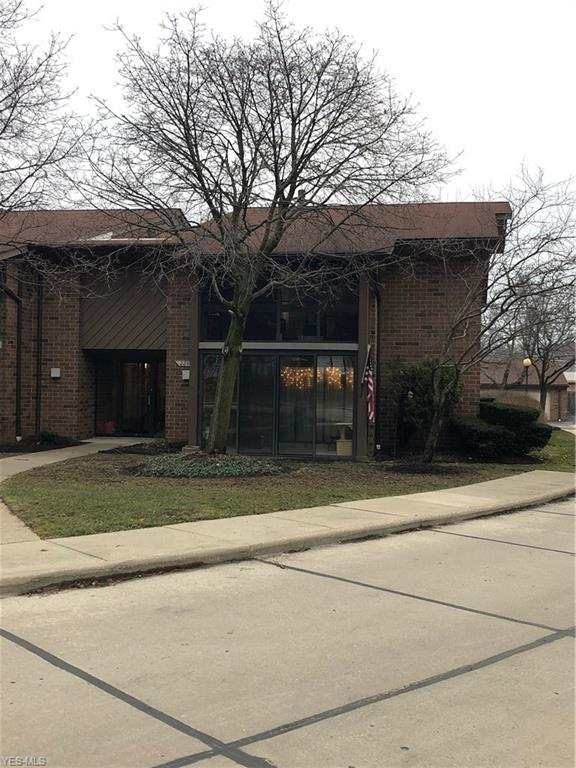 22940 Mastick Rd #103, Fairview Park, OH 44126 (MLS #4079563) :: RE/MAX Edge Realty