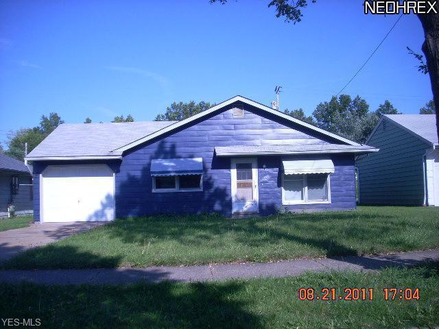 1061 E 167th St, Cleveland, OH 44110 (MLS #4099719) :: The Crockett Team, Howard Hanna